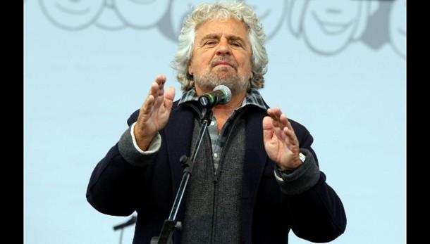 Governo:Grillo,fa elemosina e propaganda