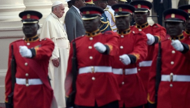 Papa: lotta a terrore senza paura