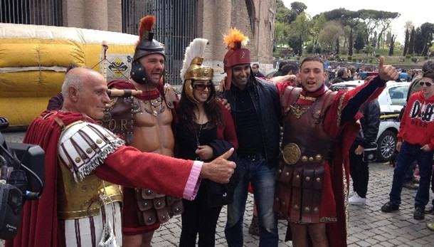 Roma, stop a 'centurioni' e risciò