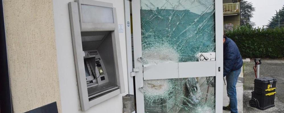 Salta il bancomat della banca: 25 mila €  La banda del botto torna a Calvenzano