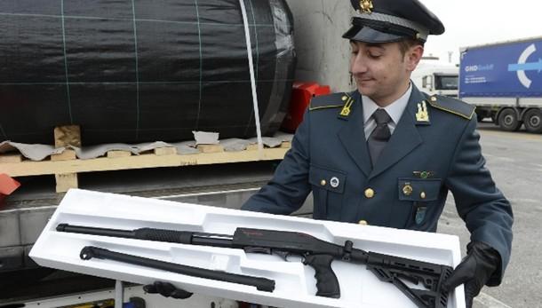 Carico armi guerra sequestrato a Trieste