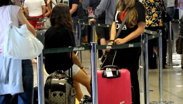 Istat: raddoppiati italiani emigrati