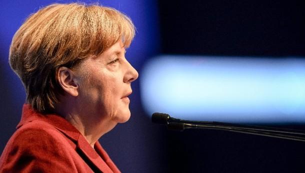 Merkel, 'Tornado Germania contro Isis'