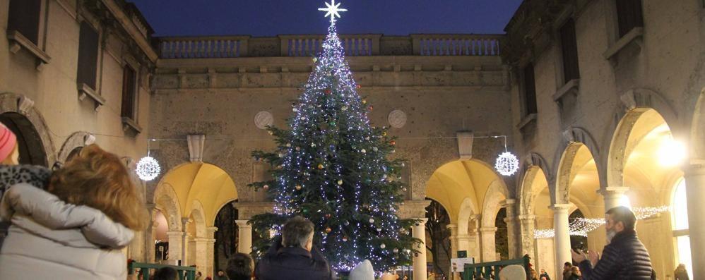 Accese le luminarie del Sentierone Guarda il video dell'evento di Natale