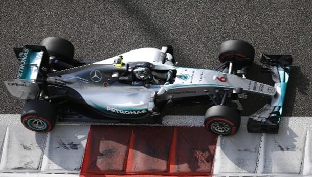 F1: Abu Dhabi, prima fila Mercedes