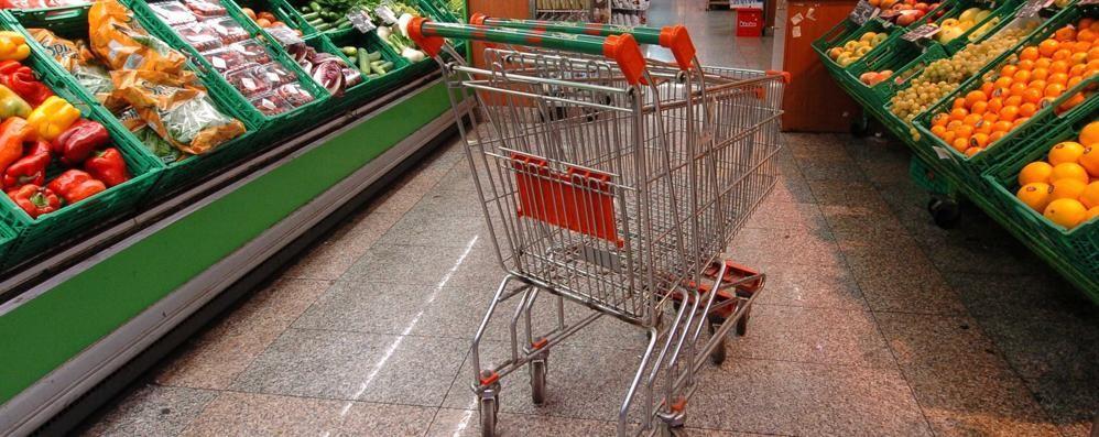 In Italia 6 milioni senza cibo  Ma ci sono sprechi per 12,5 miliardi