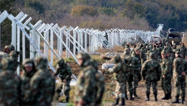 Macedonia, scontri polizia-migranti