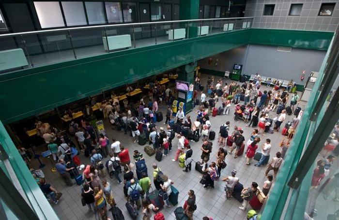 Passeggeri all'aeroporto  di Orio al Serio