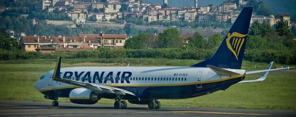 Ryanair, 4 giorni di biglietti a 10 euro Atterrate con noi ad Orio - Video