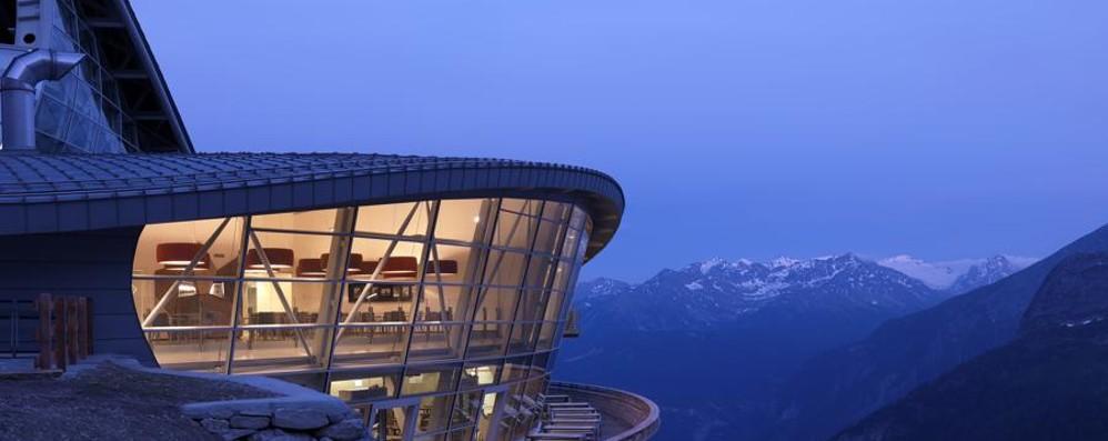 Pedrali ad un passo dal cielo - le foto Le sedute nella funivia del Monte Bianco