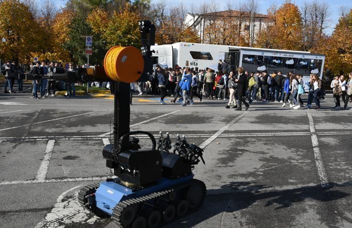 Il «Truck» della legalità a Seriate: il robot usato degli artificieri