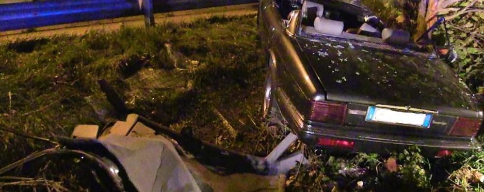 Si schiantano con Jaguar d'epoca Resta grave 22enne di San Paolo