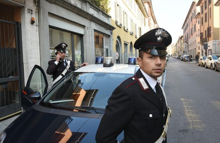 Carabinieri in via Moroni