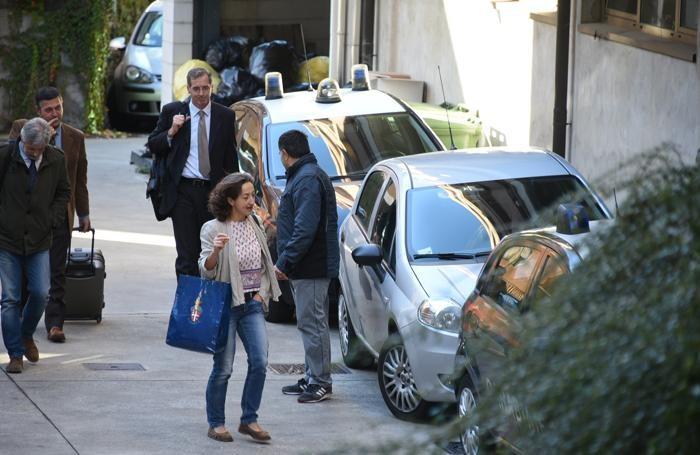 Il colonnello Lago, con la cravatta chiara, alle spalle del pm Ruggeri, all'arrivo in tribunale per l'udienza del 30 ottobre