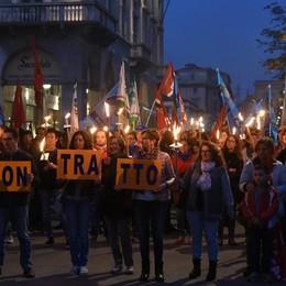 Grandi catene: 400  in piazza - Video I sindacati: 50% in sciopero a Bergamo