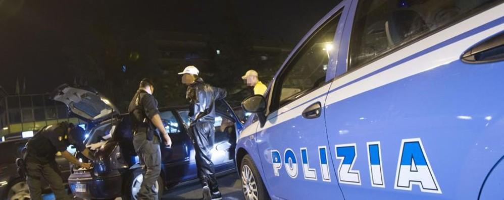 In centro con la mazza da baseball Romeno denunciato dalla polizia