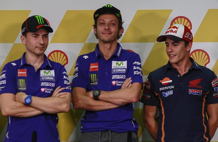 I tre litiganti: da sinistra Lorenzo, al centro Rossi, leader del Mondiale con un +7 su Lorenzo, e a destra Marquez