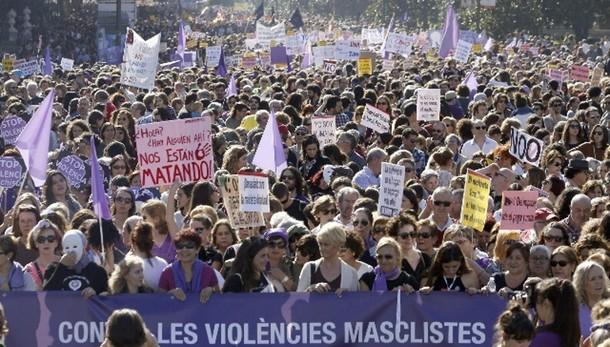 Spagna in piazza, no a violenza su donne