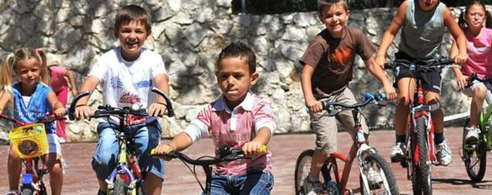 Gli stili di vita dei bambini cambiano «Sempre meno usano la bicicletta»