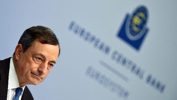 Cambi: euro in rialzo a 1,0766 dollari