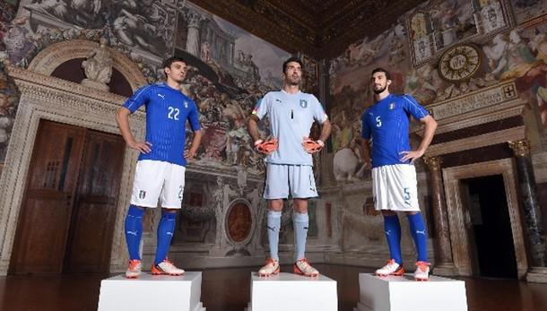 Euro 2016, ecco la maglia degli azzurri