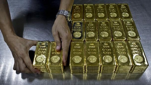 Oro: sale a 1.093,6 dollari