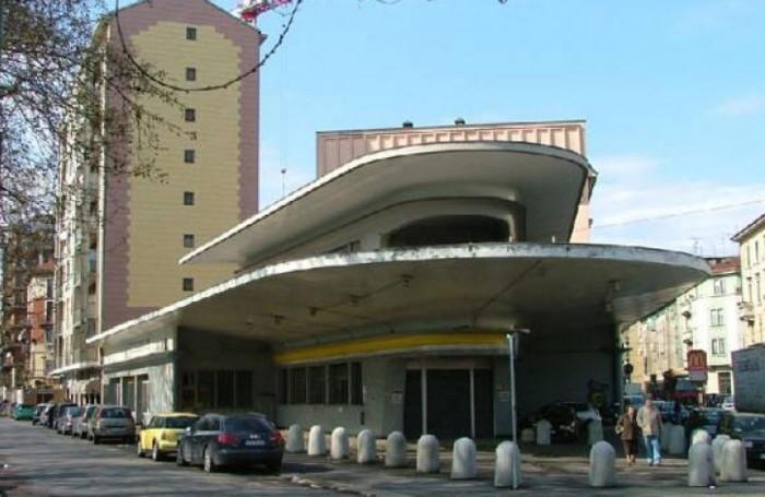 L'ex stazione di servizio di piazzale Accursio a Milano