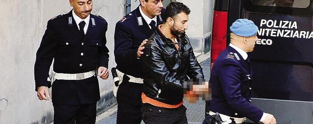 Nel suo cellulare  foto di sgozzamento Regia inquietante nel viaggio del siriano