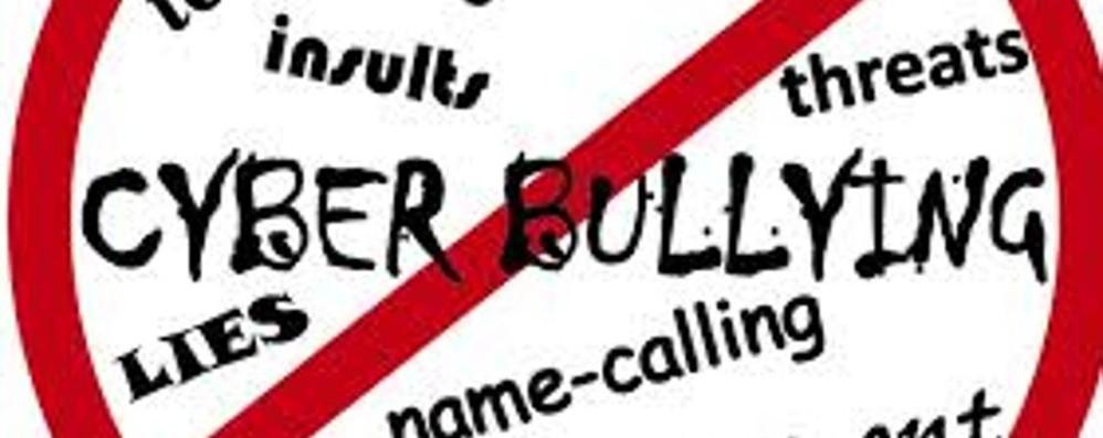 Un bacio contro il cyberbullismo Giovedì teatro e dibattito al Sociale