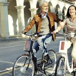 Una targa alle bici elettriche e anche l'assicurazione