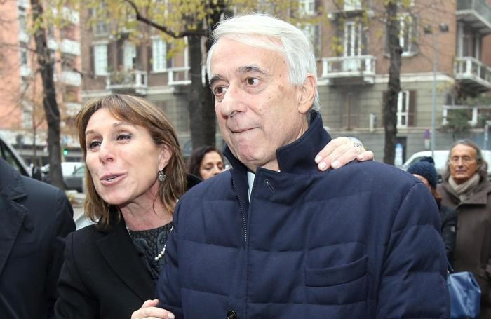 Il sindaco di Milano Giuliano Pisapia con la moglie ai funerali della stilista Krizia