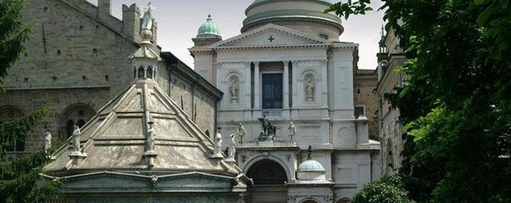 Giubileo, nella Cattedrale di Bergamo il vescovo apre la Porta della Misericordia