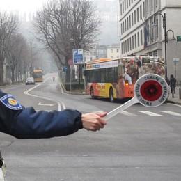 Lotta allo smog: bus gratis, tagli e stop Quale soluzione più efficace? Sondaggio