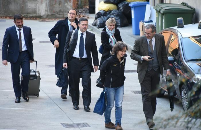 L'arrivo del pm e dei ris di Parma