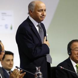 Clima: storico accordo per il Pianeta Ma scienziati e ambientalisti prudenti