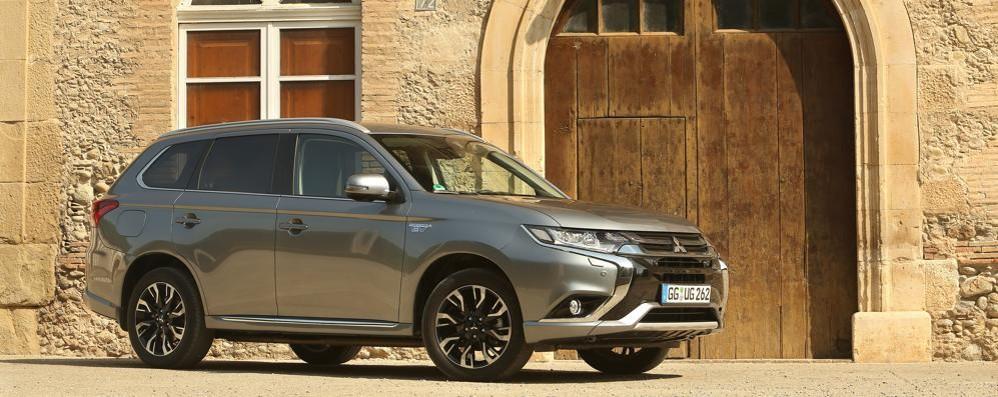 Mitsubishi Outlander Phev Arriva la versione 2016