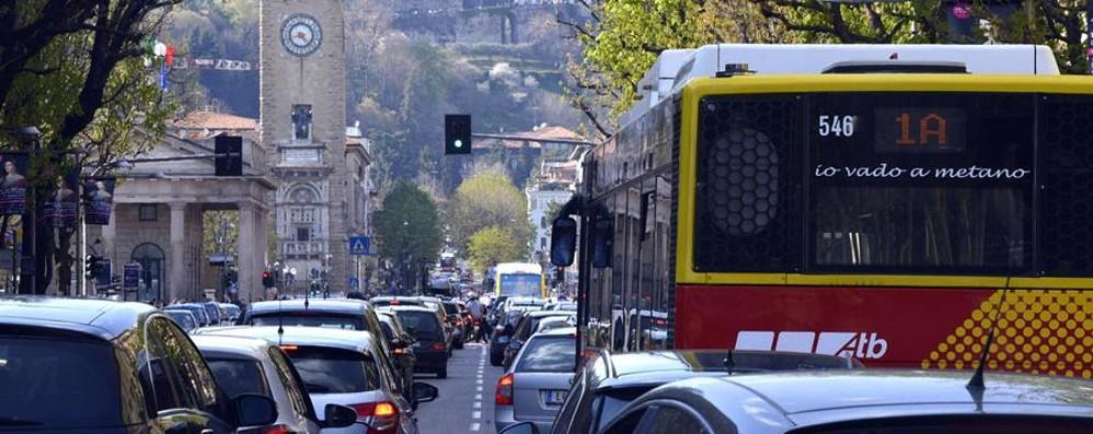 Mobilità, Bergamo nella top ten Ma troppi spostamenti in auto e moto