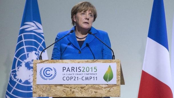 Clima: Merkel plaude a accordo parigi