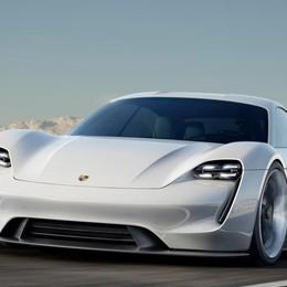 Porsche solo elettrica 500 km di autonomia