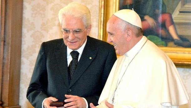 Gli auguri di Mattarella a Papa