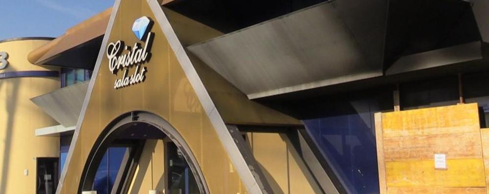 Sala slot in fiamme a Grumello Si sospetta il dolo, indagini in corso