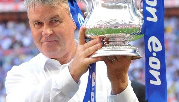 Il Chelsea ufficializza Hiddink tecnico