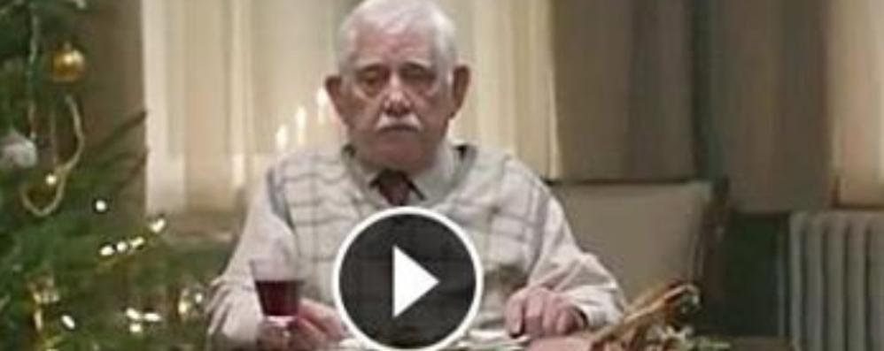 Il Natale che fa... piangere E vendica i nonni - guarda il video