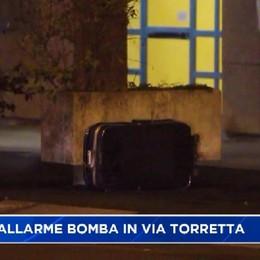 Trolley sospetto, allarme bomba in via Torretta a Bergamo