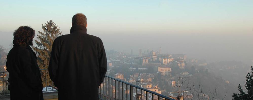 Smog: bus gratis per genitori e alunni Stop alle Euro 3 e tagli ai riscaldamenti