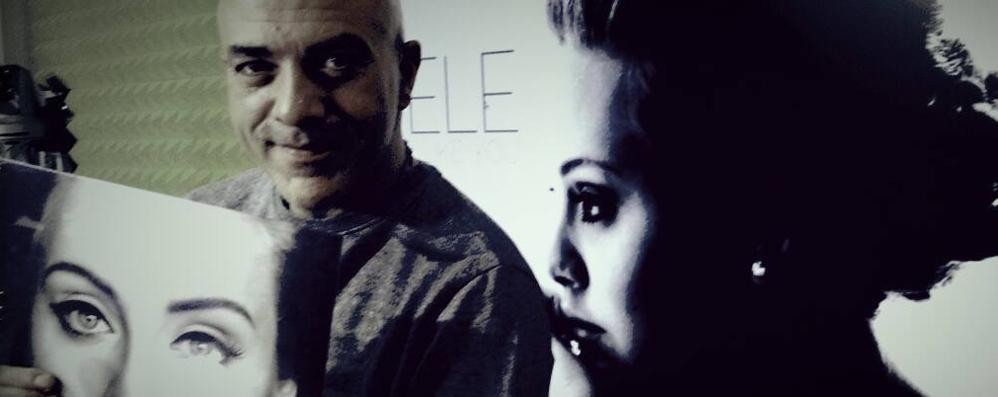 «Buon Natale Adele, contattami» Su Facebook vola il video di dj Miky