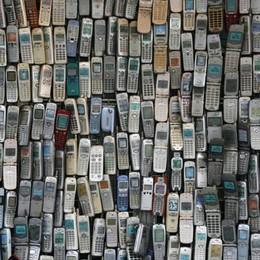 Vecchi telefonini, tablet e tv da buttare? Tre passi per smaltirli regolarmente