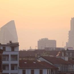 L'Italia nello smog, sale la polemica «Si potevano salvare 11 mila vite»