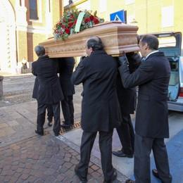 Bossetti, il saluto al papà dall'altare - Video «Senza genitori non si è più nessuno»