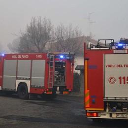 Vigile del fuoco azzannato da un cane durante un incendio a Calvenzano